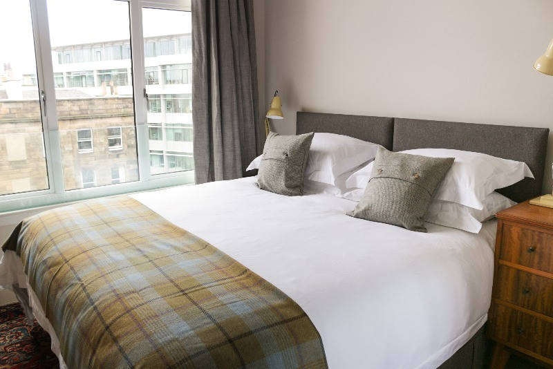 124 Lothian Road is right in the heart of the financial district and jam-packed with cafes, bars and restaurants.