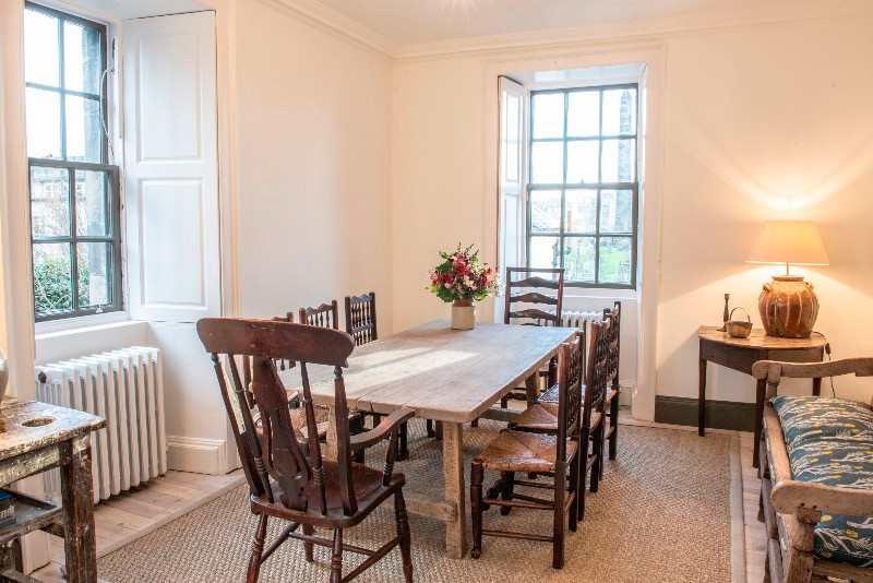 self catering apartments Edinburgh dining room